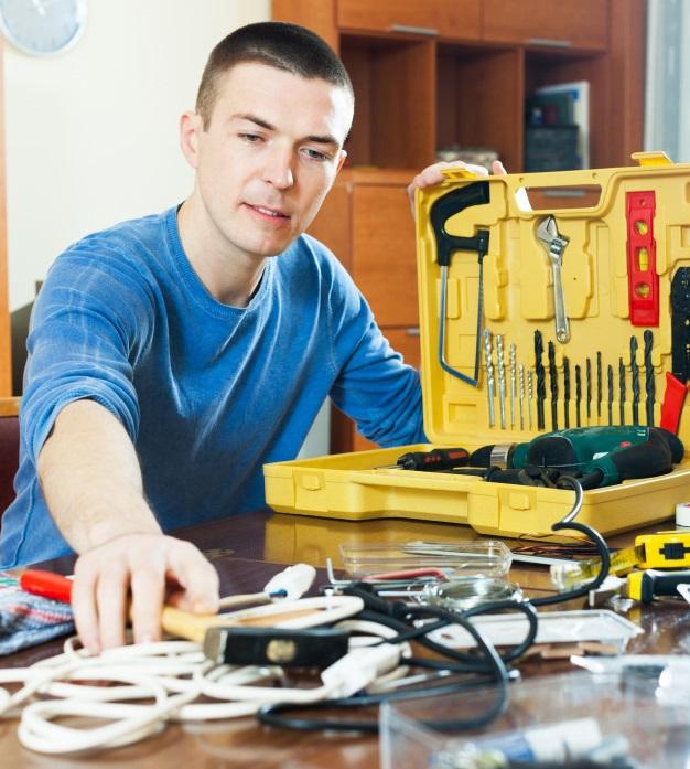 10 herramientas imprescindibles que debes tener en tu caja de herramientas