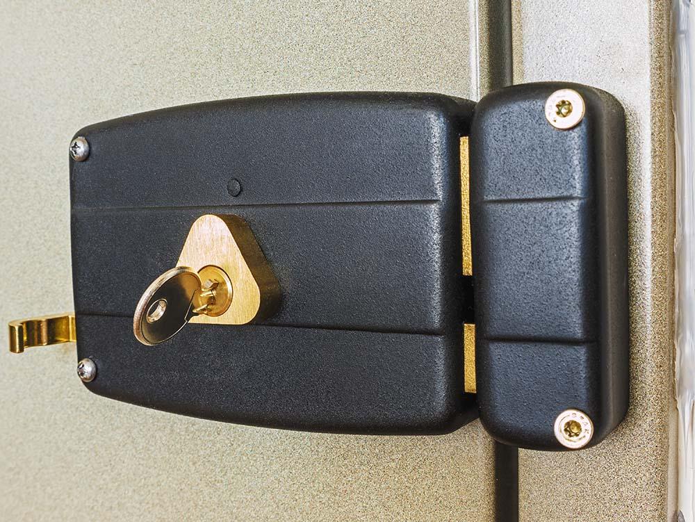 Todo sobre cerraduras de sobreponer: precios, tipos, instalación…
