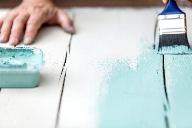 Pintar-muebles-de-madera-sin-lijar